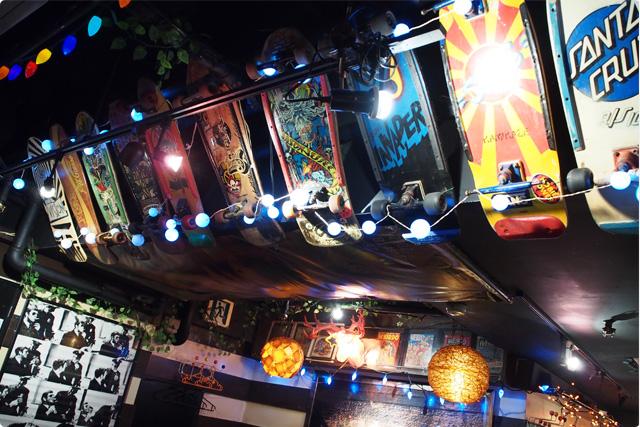 天井も壁も色んなオシャレアイテム満載!