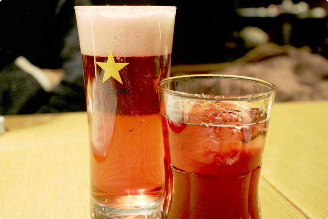 まずは初めの一杯!これまた珍しい、「ハスカップビール」と「ハスカップフィズ」です。