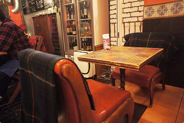 アンティーク調の椅子やテーブルが可愛い♪