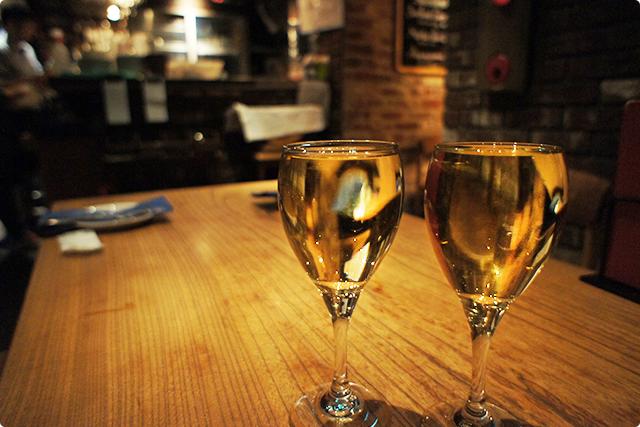グラスにワインがなみなみ!!しかもコレでワンコイン!