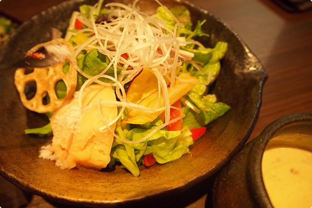 天草美人サラダ!豊富な野菜がヘルシーでチーズと特製ドレッシングがあって美味しい!
