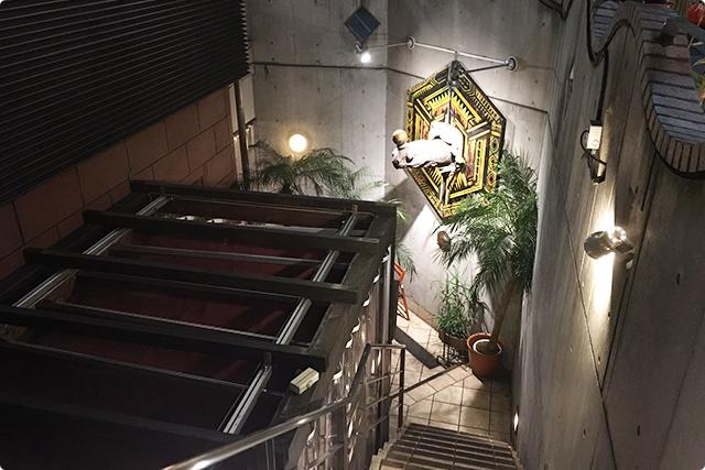 階段おりてね。