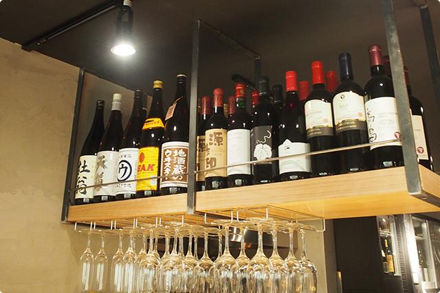 左から3、4、5番目の一升瓶がそれね。ウが鹿児島、黄色いのが岐阜、地酒蔵が富山って具合。