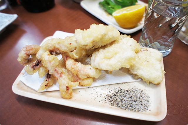 『ゲソ天』とサービスで出してくれた『白身魚の天ぷら』