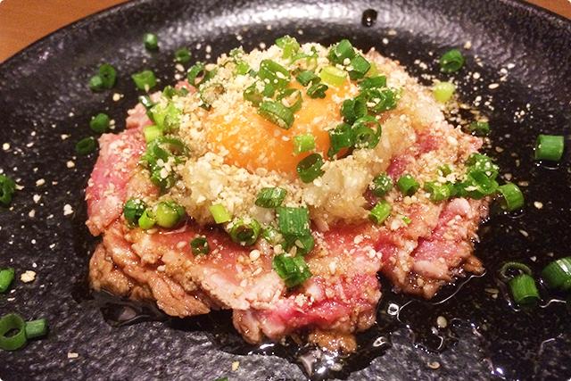 『和牛レアステーキ~ユッケ味~』は、生肉好きなら絶対注文すべき!