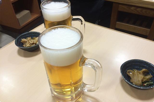 まずはお通しをつまみつつビールを吞むのが居酒屋の定番