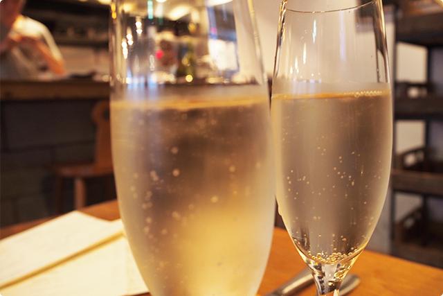 今日は週末だし、スパークリングからのワインを飲んじゃうぞ!(ハイボールそっちのけ)