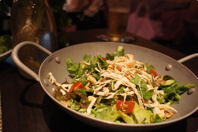 『蒸し鶏とパクチーのサラダ』