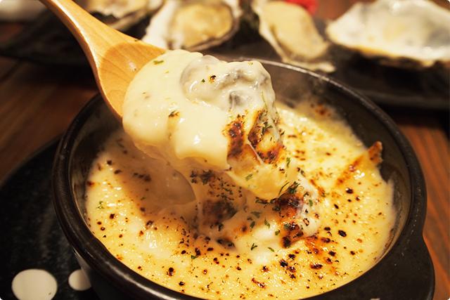 中からとろ~り牡蠣が現れる!使用されているチーズはモッツァレラですね!これが牡蠣ととてもマッチしていて味を高めてます!牡蠣は広田産とのこと。