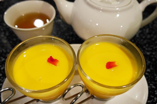 〆のデザートは『マンゴープリンとタピオカミルク』と『中国茶』付き♪