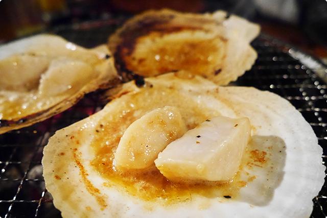 身の分厚い帆立は、ごま油とバターの風味が口の中いっぱいに広がって幸せ♪