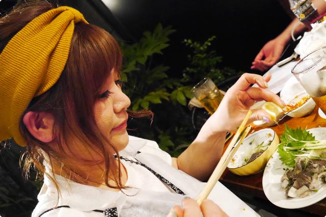 見てください♪このMEGの千枚刺にレモンをかけている時の幸せな表情を(笑)。