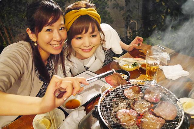 お肉の焼き加減バッチリ!MEGは肉に夢中(笑)。