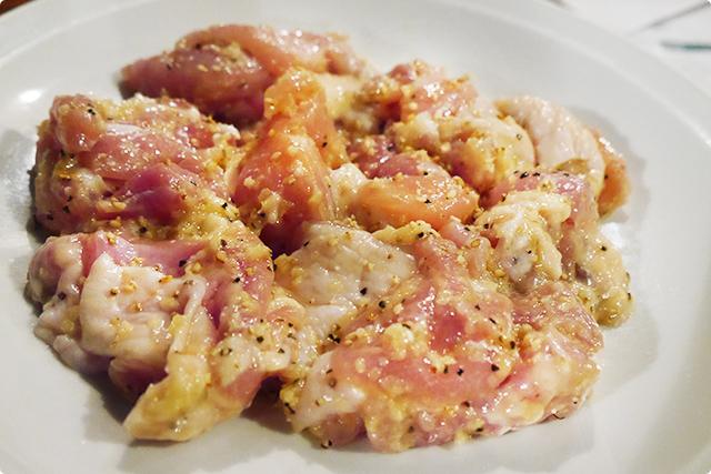 『大山地鶏のモモ肉』。味は二種類。今回は塩ダレ!ほかには辛めの醤油ダレがあります!