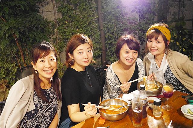 6人でもゆったりできる大きいテーブル席にも感謝♪夏の夜風にあたりながら女子トークに花が咲く♪