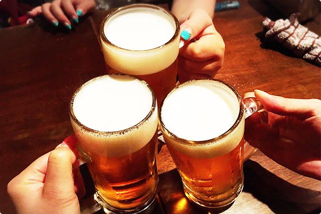 まずはビールで「おつかれ~!!!」