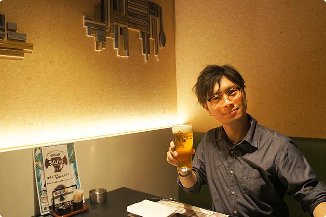 本日は飲み放題付きの7,000円のコースをいただきます。まずは生ビール(エビス)を!