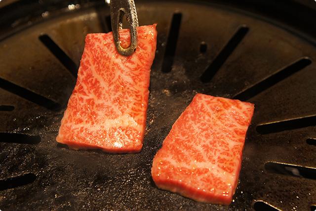 ここまで来るとお肉も芸術品と言っても過言ではありません。