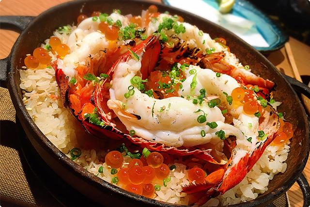 『和えに名物!!オマール海老とズワイガニの炊きたて炊き込みご飯 いくらのせ』¥2,600