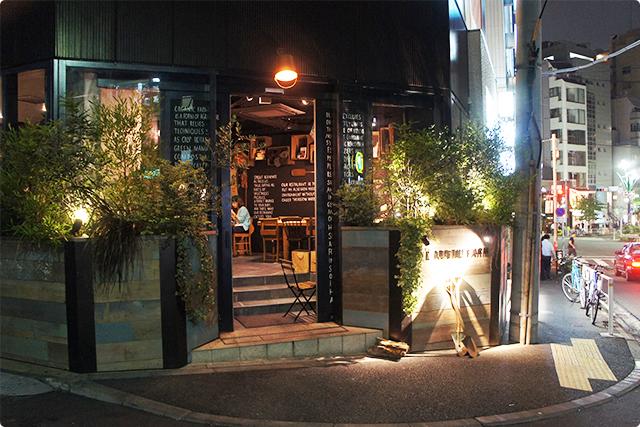 場所はJR恵比寿駅西口から徒歩5分ほど、五叉路の近くにあります。