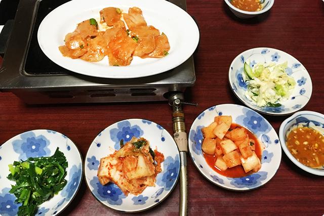 キムチやカクテキ、その他小皿料理は¥300