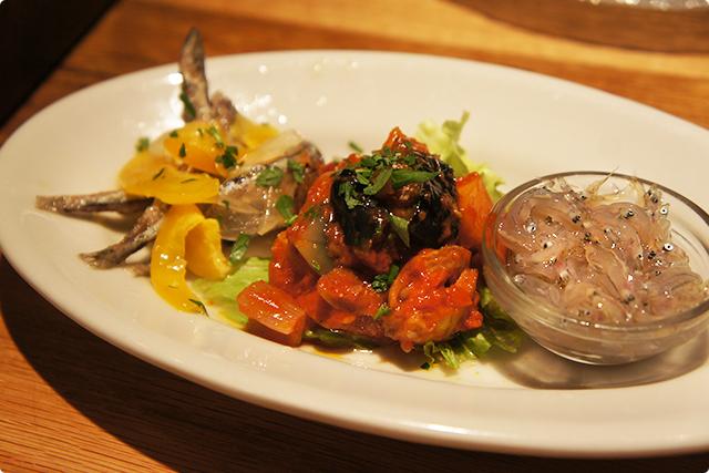 まずは前菜!『美味しい所色々前菜盛合せ(3種類)』¥680