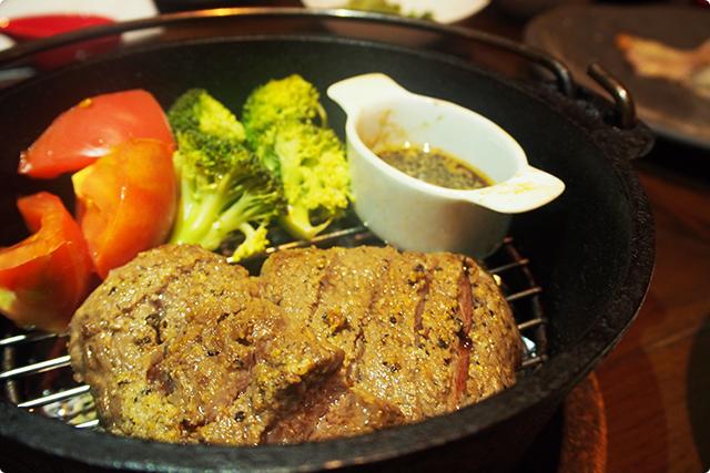 『黒毛和牛イチボランプの燻製ステーキ』