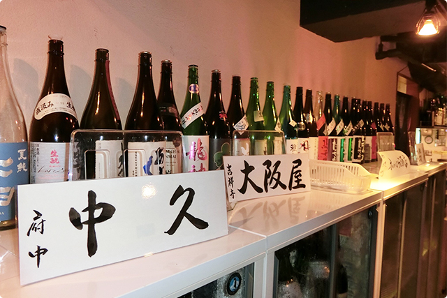 日本酒はとっっても種類豊富。酒屋さんごとに分かれてます!