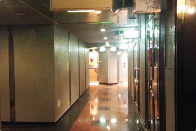 ビルの4階はこんな感じです
