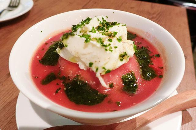 『モッツァレラチーズトマト丸々一個トマトのカプレーゼ-スープ仕立て-』