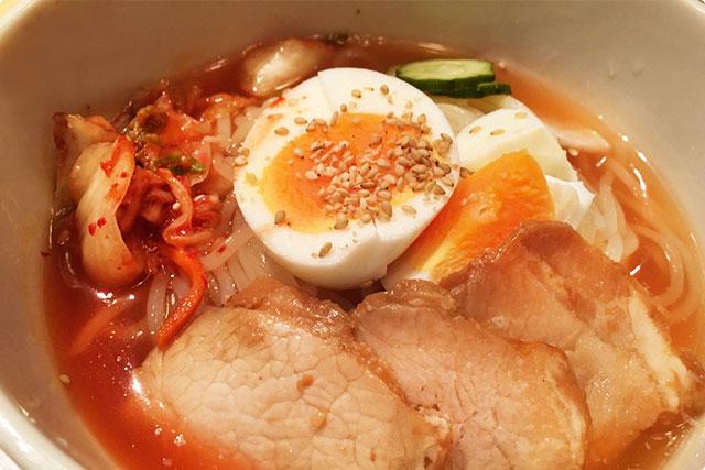 ちゃんと〆の盛岡冷麺がセットについてきます。