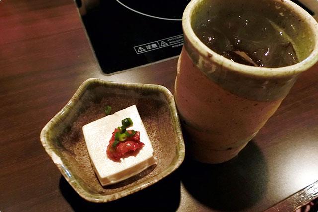 お通しのコチュジャンお豆腐