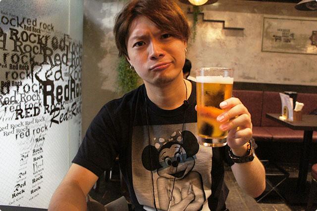 先にビールが来ましたよ~。ってことで昼からいっちゃいやす!昼飲み最高!