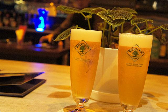 牡蠣来るまで、まずはハートランドの生ビールで乾杯です。