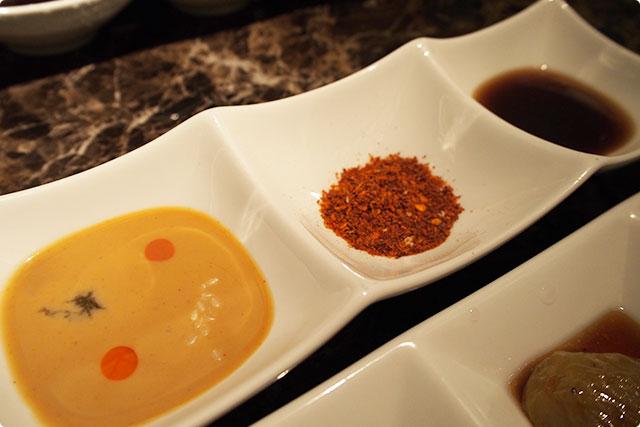 こちらのタレとスープをお好みで混ぜ合わせます。