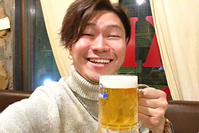 お店に入ってまずはビールで乾杯!