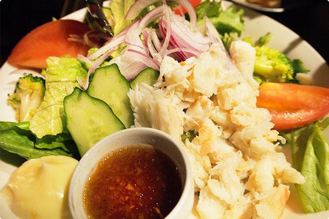 『なまらズワイガニたっぷりサラダ』新鮮な大量のカニと野菜が美味しい!