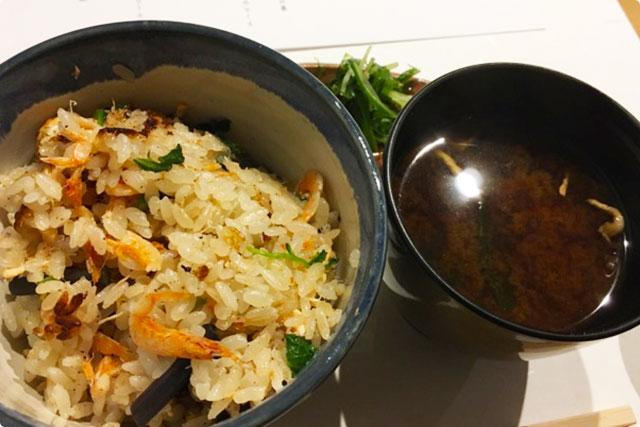 古川おもてなし 『桜海老と桜鱒の炊き込みご飯&赤出汁&香の物』